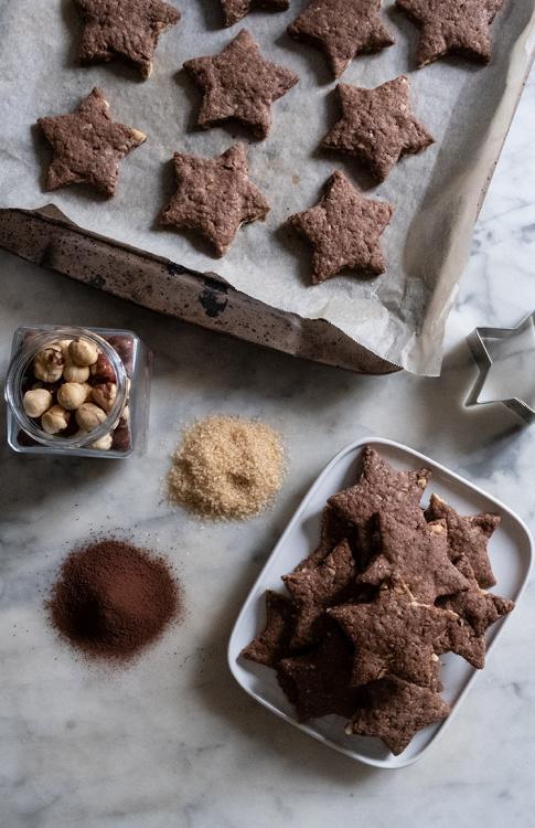 Biscotti al farro, cacao e nocciole